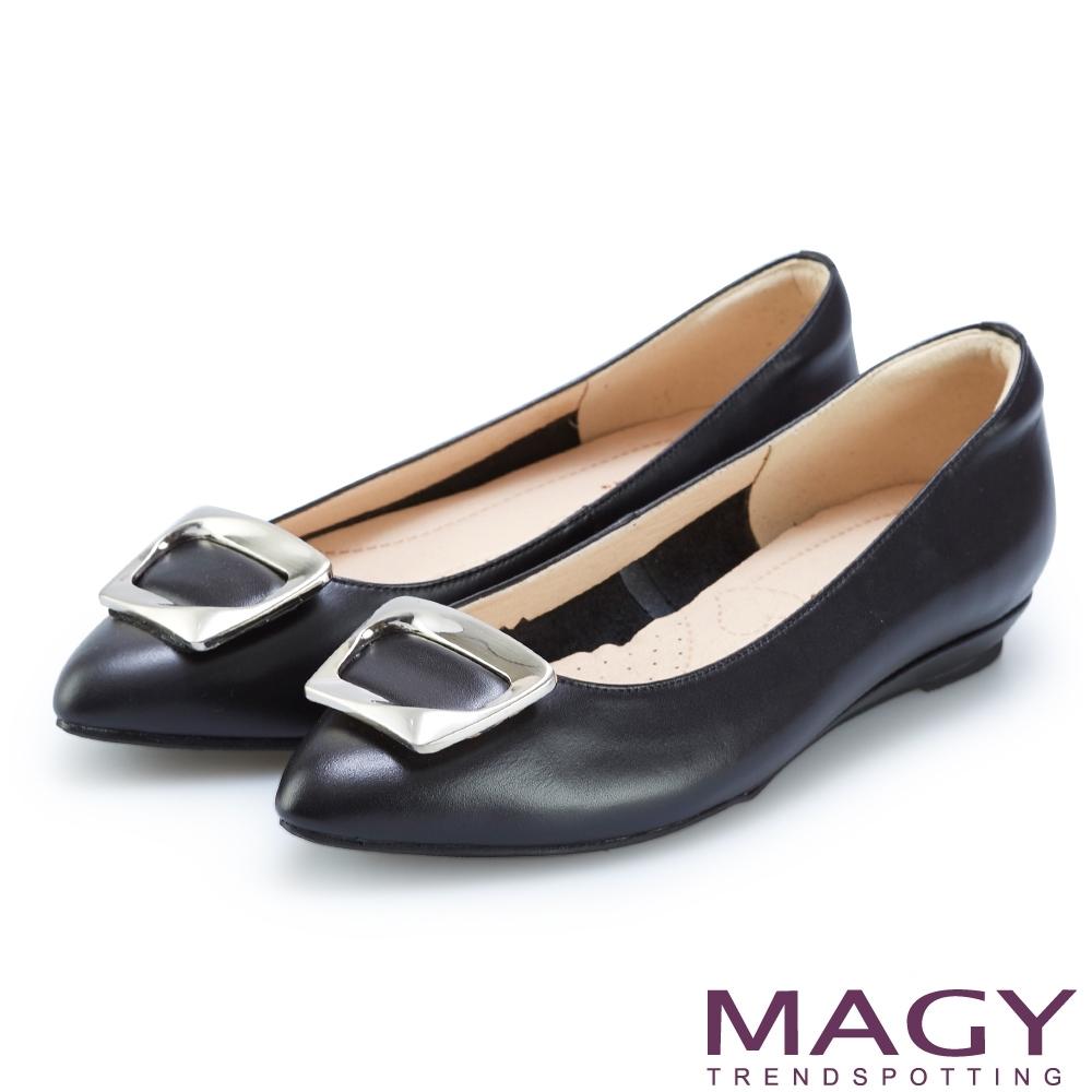 MAGY 方型飾釦牛皮尖頭平底鞋 黑色