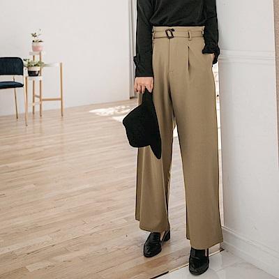 腰頭打摺設計附腰帶西裝寬版褲-OB大尺碼