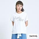 SOMETHING 俏皮LOGO 短袖T恤-女-白色