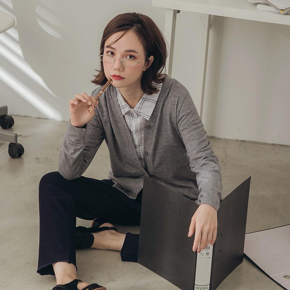 純色仿毛衣柔軟排釦細針織外套-OB嚴選 product image 1