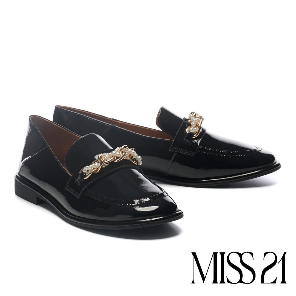 低跟鞋 MISS 21 復古質感珍珠雙鏈漆皮樂福低跟鞋-黑