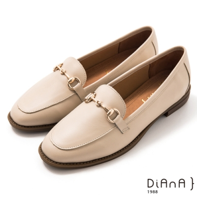 DIANA 2.5 cm質感牛皮擦色馬銜釦飾低跟樂福鞋-漫步雲端焦糖美人-米
