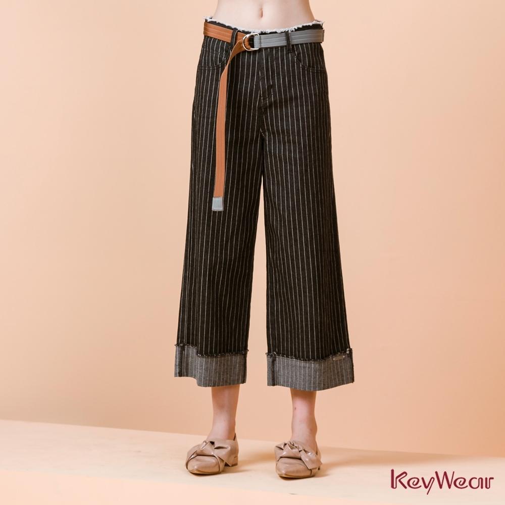 KeyWear奇威名品    直條紋大反褶裝飾牛仔寬管褲-深灰色