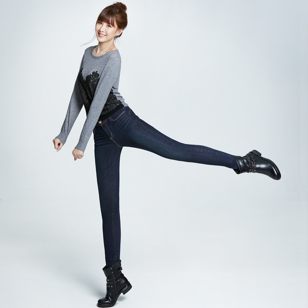 Victoria 中高腰鑲鑚提臀窄管褲-女-深藍