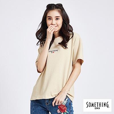 SOMETHING 法國國旗LOGO短袖T恤-女-淺卡其