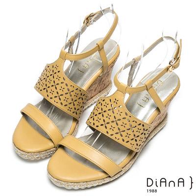 DIANA 時尚美型—寬幅雕花繫踝楔型涼鞋-黃