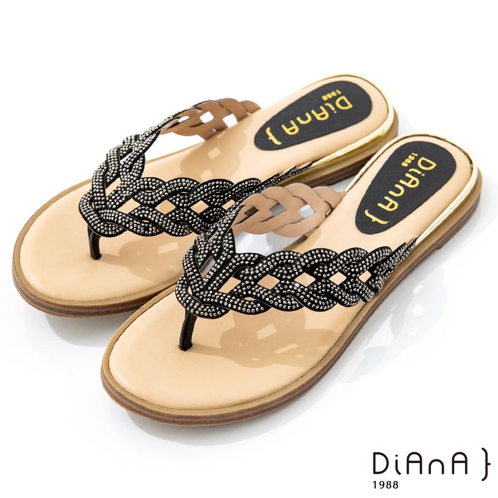 DIANA 2.2cm 星河水鑽軟條紐帶花辮飾夾腳涼拖鞋-豔夏時尚-黑