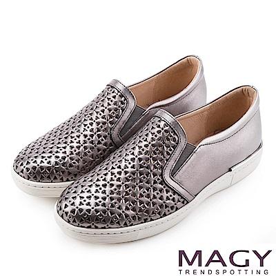 MAGY 輕甜休閒時尚 素面造型洞洞牛皮平底鞋-灰色