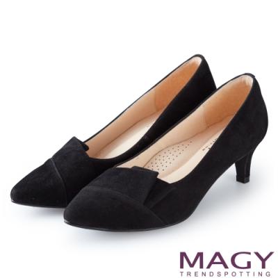MAGY OL時髦氣場 質感剪裁絨布百搭中跟鞋-黑色