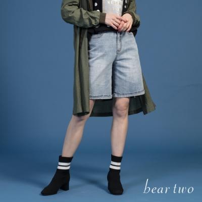 bear two-帥氣下擺抽鬚牛仔短褲-淺藍