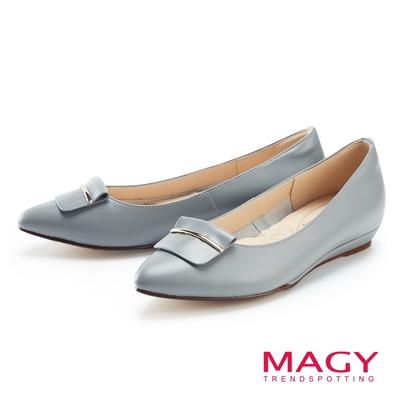 MAGY 真皮金屬飾條尖頭 女 平底鞋 淺藍
