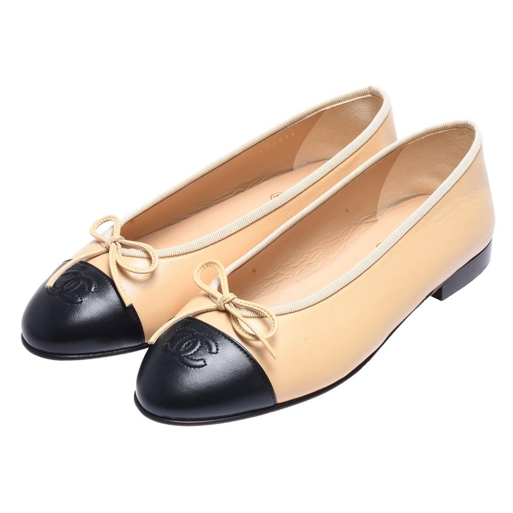 CHANEL 經典雙C LOGO蝴蝶結小羊皮娃娃鞋鞋(米/黑)