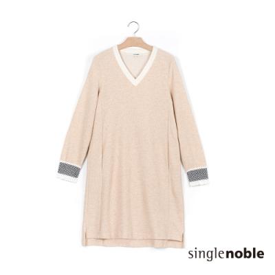 獨身貴族 優雅氣質卡其V領針織洋裝(1色)
