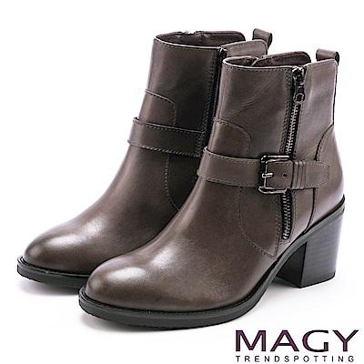 MAGY 紐約街頭時尚 個性騎士皮帶釦環粗跟短靴-灰色