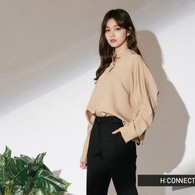 H:CONNECT 韓國品牌 女裝-微開襟素面襯衫-卡其