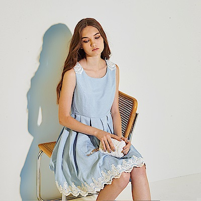 Ribbon 精緻浮水印花拼接3D蕾絲雕花造型禮服洋裝-藍(共2色)