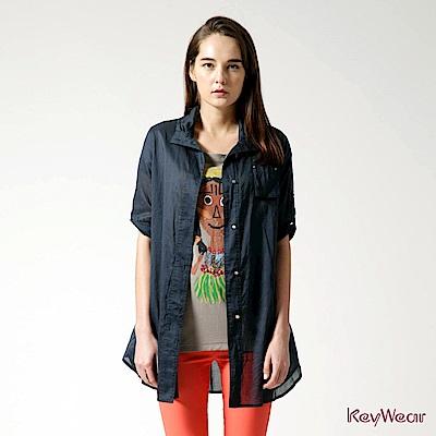 KeyWear奇威名品    100%純棉變化領型修飾八分袖襯衫-深藍色