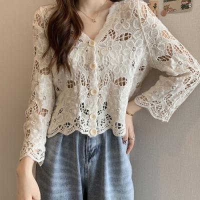 La BellezaV領蕾絲花朵鉤花鏤空圓釦開釦罩衫小外套