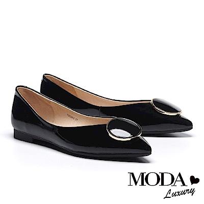 低跟鞋 MODA Luxury 日常亮面圓形飾釦全真皮尖頭低跟鞋-黑