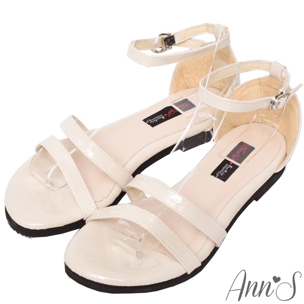 Ann'S安心走跳-三橫帶銀扣漆皮平底涼鞋-米