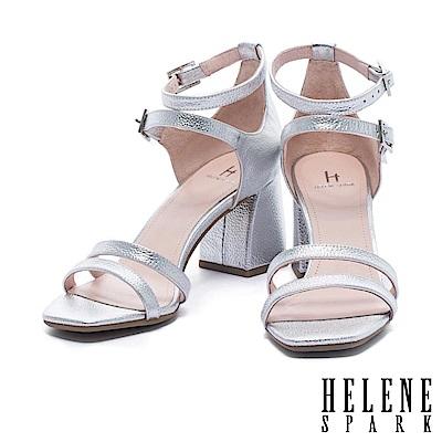 涼鞋 HELENE SPARK 時尚多條帶純色壓紋金屬牛皮粗高跟涼鞋-銀