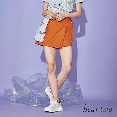 beartwo 釦飾設計斜片素面A字短褲(二色)