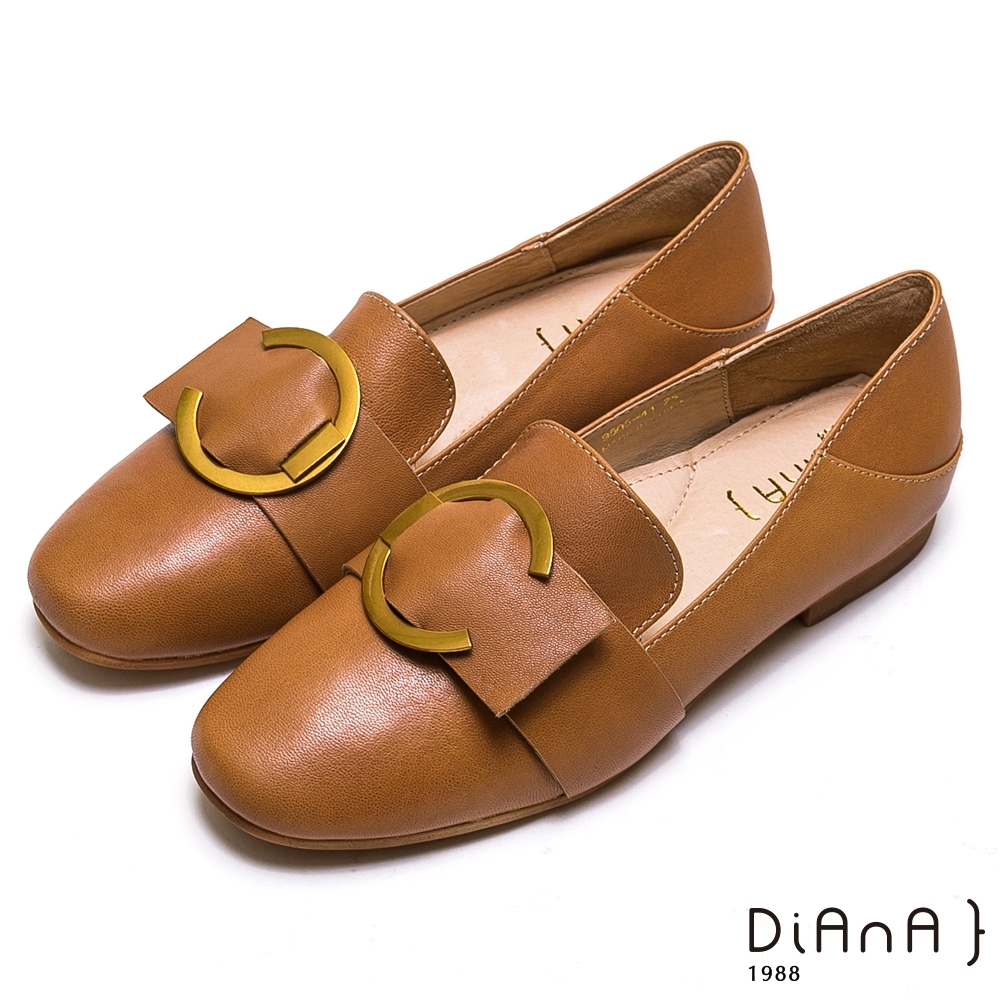 DIANA 質感金屬C字釦寬帶休閒鞋-復古原味-棕