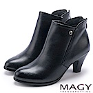 MAGY 紐約時尚步調 俐落剪裁素面牛皮高跟短靴-黑色