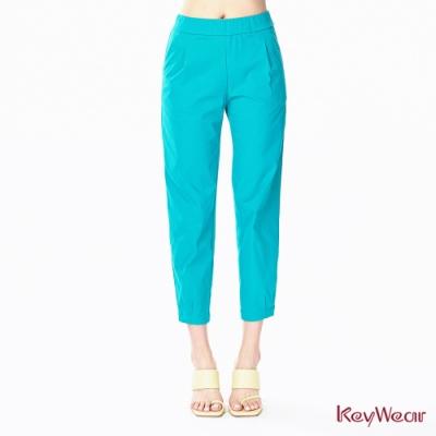 KeyWear奇威名品    運動休閒風純色七分褲-藍綠色
