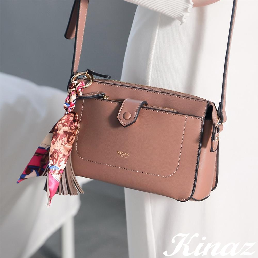 KINAZ 附零錢包印花絲巾流蘇吊飾多層斜背包-柔霧棕粉-森林之行系列