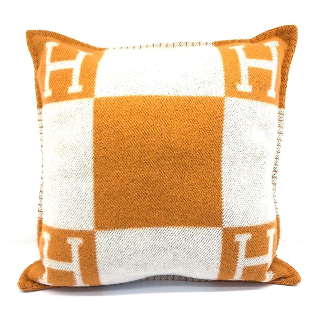 HERMES 經典H LOGO方型抱枕 (橘/米白)