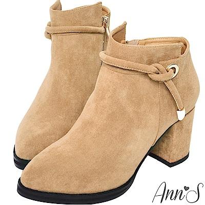 Ann'S貴族氣息-繫繩金屬帶高跟粗跟短靴-杏