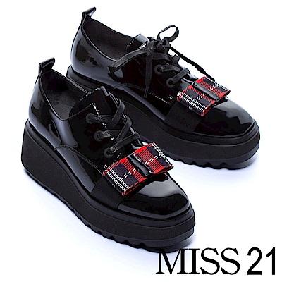 厚底鞋 MISS 21 復古學院風經典格紋蝴蝶結綁帶漆皮厚底鞋-黑