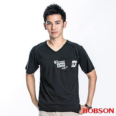 BOBSON 男款V領印圖短袖上衣(黑88)