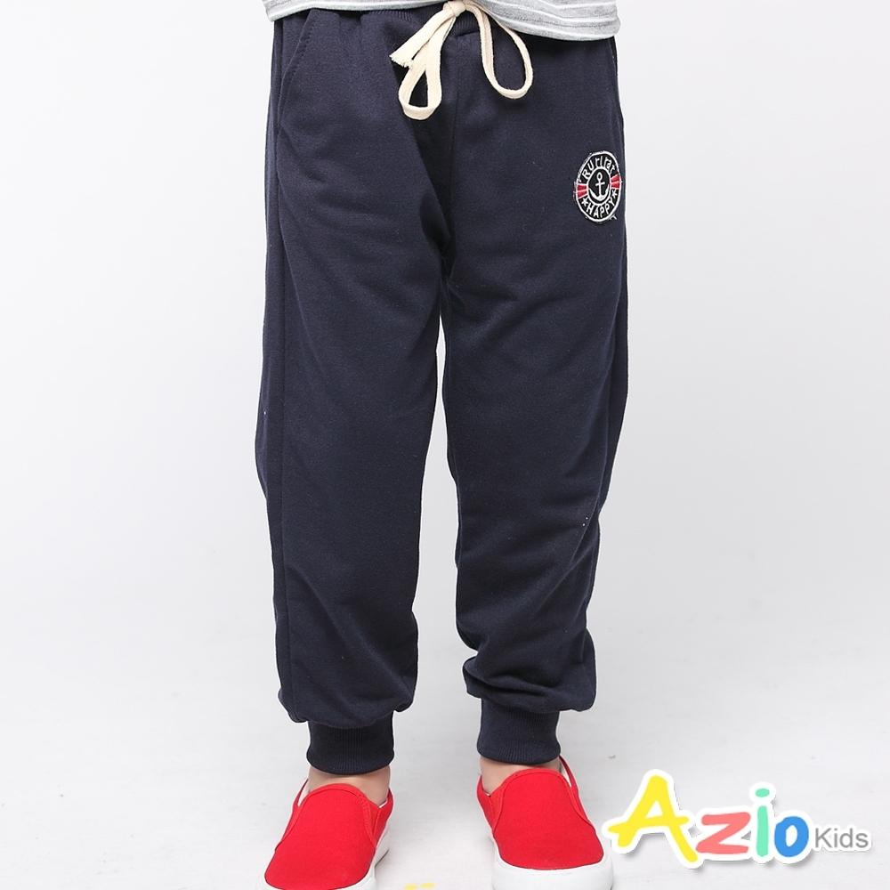 Azio Kids 男童 長褲 素色綁帶刺繡徽章縮口休閒褲 (藍)