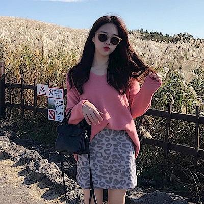 La Belleza素色V領包心紗寬鬆軟綿落肩針織毛衣