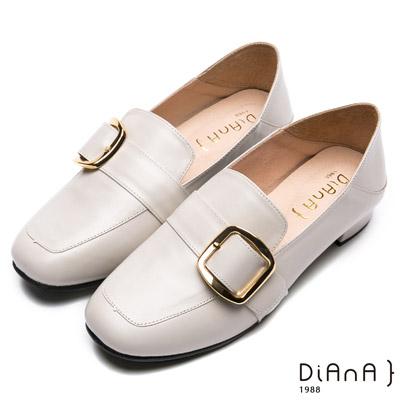 DIANA經典學院-率性2Way金屬皮帶釦休閒跟鞋-米白