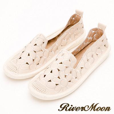River&Moon樂福鞋-花朵簍空麻編Q軟懶人便鞋-米