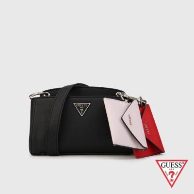 GUESS-女包-簡約撞色零錢包吊飾斜背包-黑 原價3090