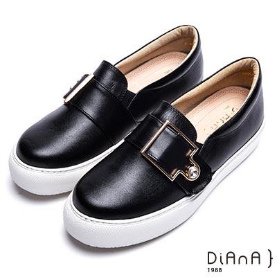 DIANA 漫步雲端焦糖美人款-寬版皮帶鑽飾釦休閒鞋-黑