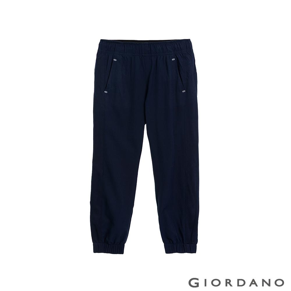 GIORDANO  童裝3M抗污透氣彈性運動休閒束口褲-16 標誌藍