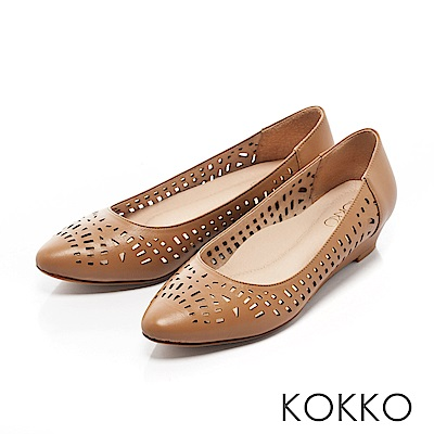 KOKKO -夏日甜心鏤空尖頭楔形跟鞋-悠閒棕