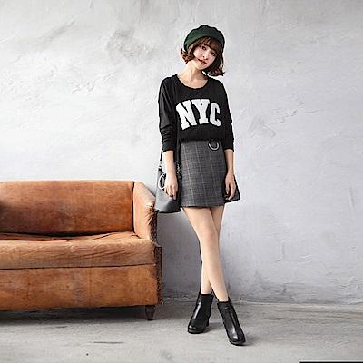 素色NYC字母貼布造型圓領寬鬆棉感上衣.2色-OB大尺碼