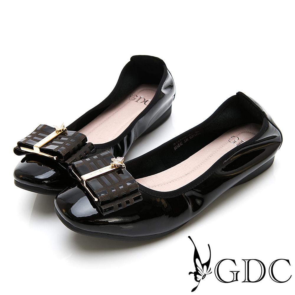GDC-英倫真皮質感格紋素色微方頭上班平底包鞋-黑色