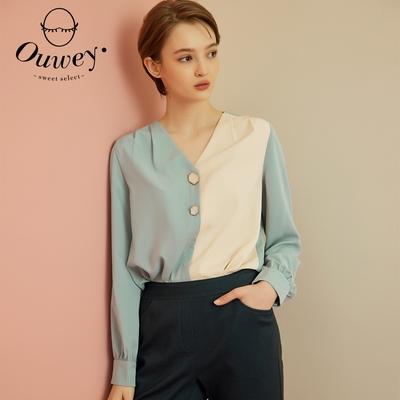 OUWEY歐薇 質感多邊型鈕扣撞色拼接V領襯衫(淺藍)3213081103