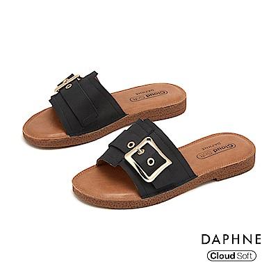 達芙妮DAPHNE 涼鞋-幾何車線拚接皮帶方扣造型舒軟平底拖鞋-黑色