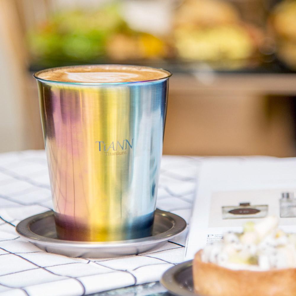 TiANN 鈦安純鈦餐具 雙層咖啡杯(極光) 330ml 贈粉色杯蓋