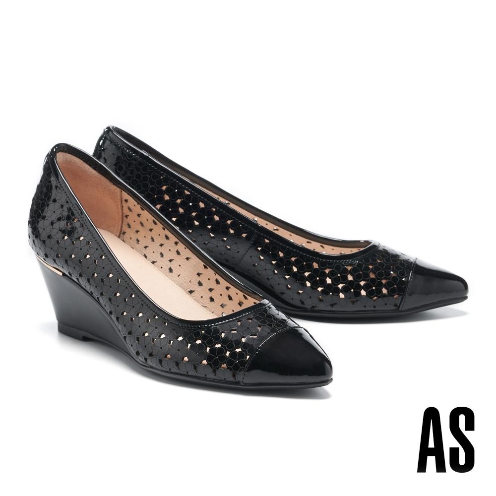 高跟鞋 AS 細緻質感壓花沖孔尖頭楔型高跟鞋-黑