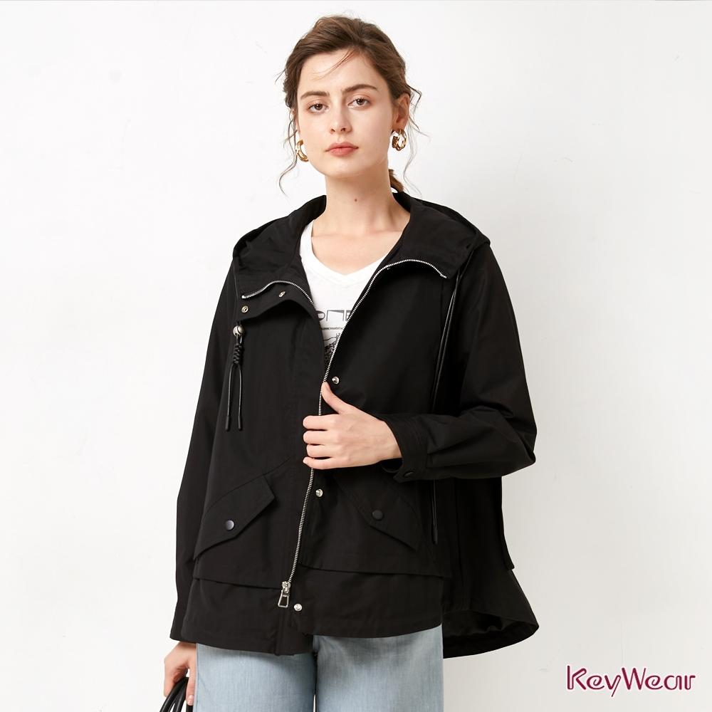 KeyWear奇威名品    人氣款時尚短版風衣-黑色