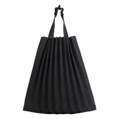ISSEY MIYAKE 三宅一生 ME系列 沖孔伸縮摺疊樹幹購物包(黑)